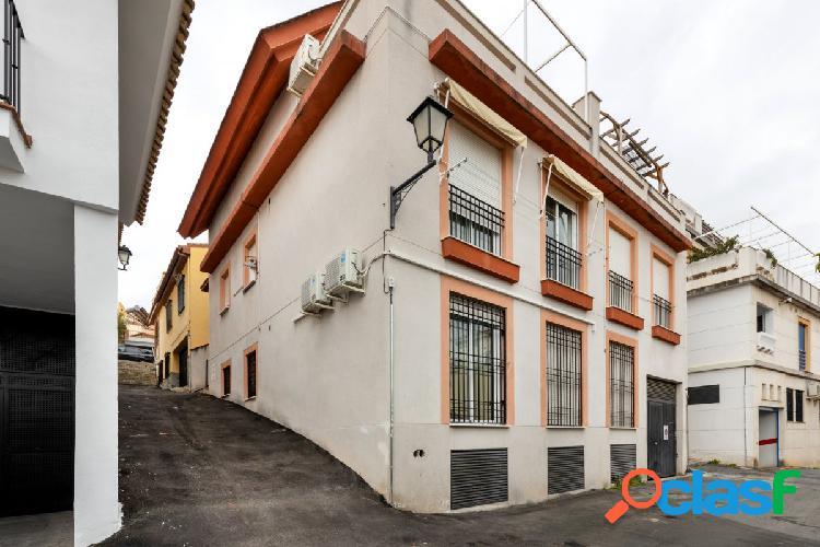 Vivienda ubicada en Barrio de Monachil.