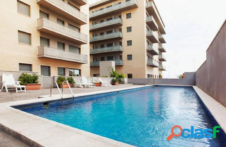 Apartamento de 76 m2, consta de 3 dormitorios. Piscina.