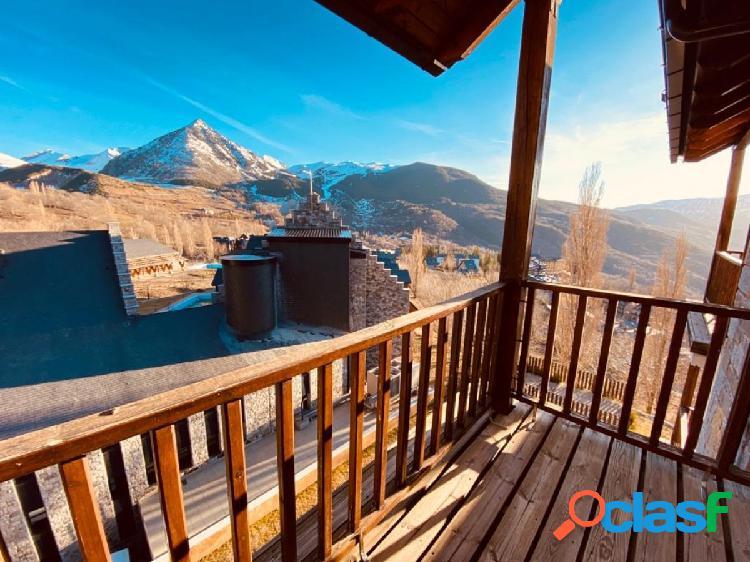 Apartamento en Cerler con vistas panorámicas al valle.