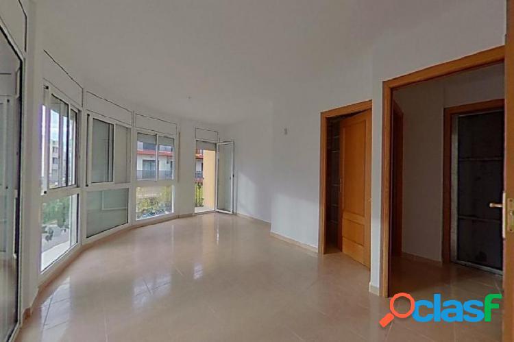 Piso de 99 m2 con 3 habitaciones, 2 baños y trastero