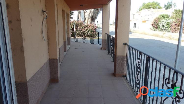 Apartamento de 75 m2 con 2 habitaciones y terraza. Piscina
