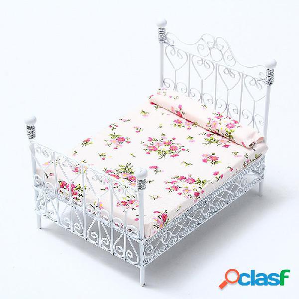 Dollhouse Miniature Bedroom Furniture Cama de metal con