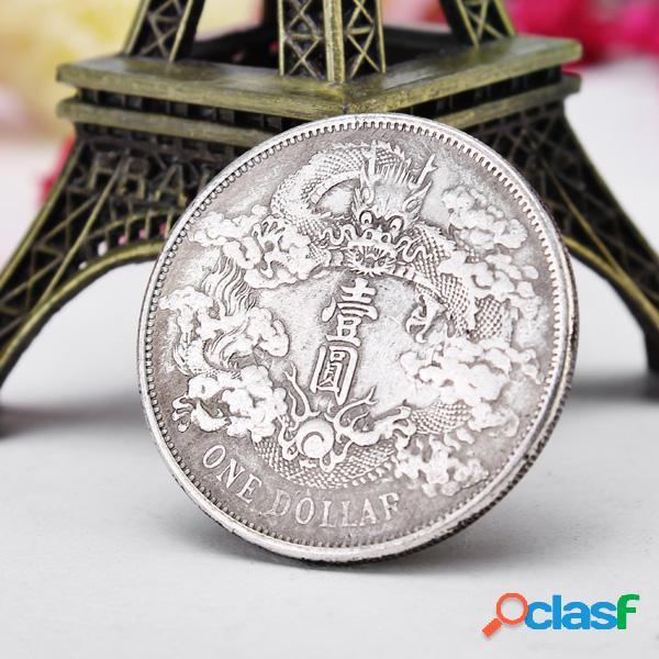 Monedas antiguas de dragones chinos en dólares de plata
