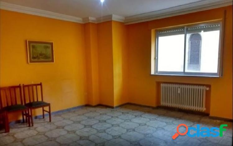 Urbis te ofrece un piso en zona San Cristóbal, Salamanca.