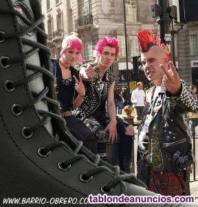 Ropa punk y complementos: botas, cinturones pinchos,