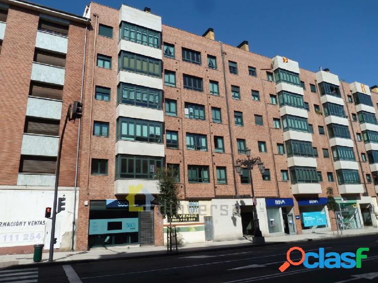 Amplio piso de 3 dormitorios y 2 baños en zona Los Prados