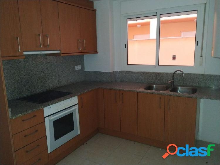Apartamento de 88 m2 con 2 habitaciones, patio de luces y