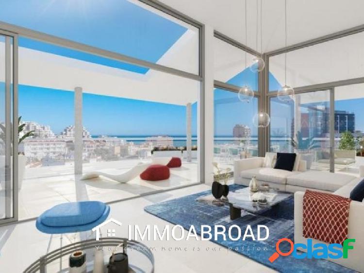 Apartamento en venta en Benalmádena con 3 dormitorios y 2