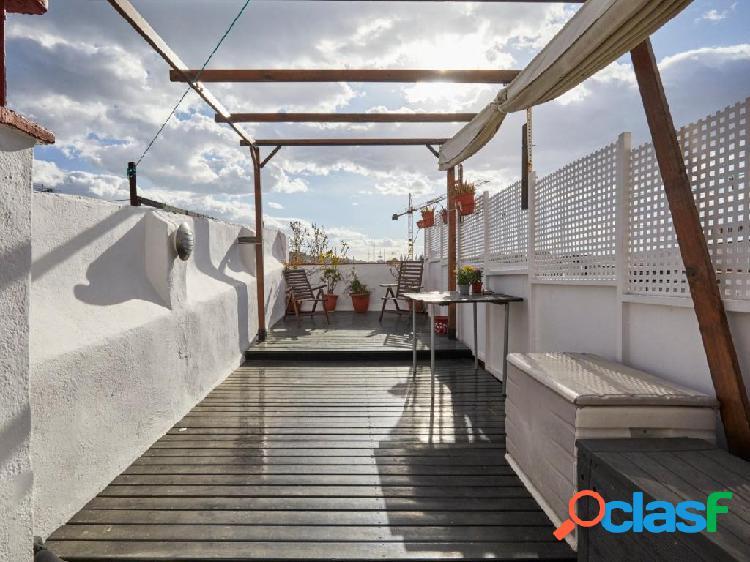 Atico con terraza de 30m2 y ascensor en Rambla del Raval