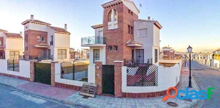 Bonito chalet independiente en la urbanización Cañadas del