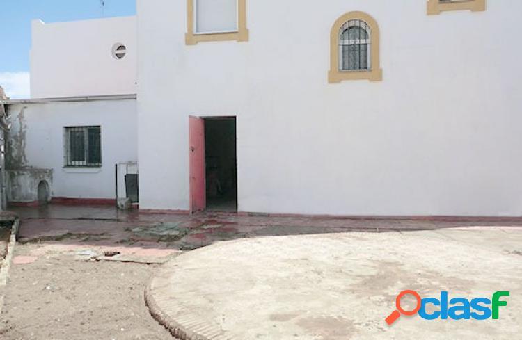 Casa adosada de cuatro dormitorios en el centro de Estepona.