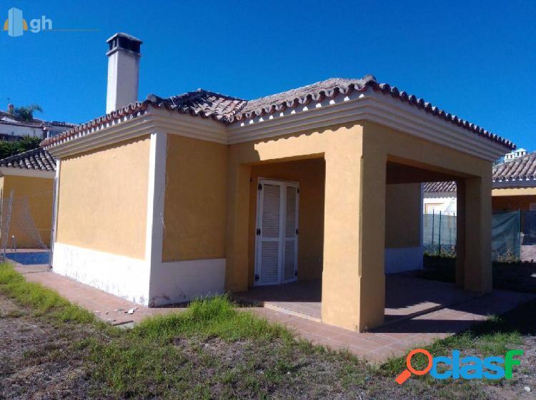Casa con terreno en Mijas, Zona las acacias