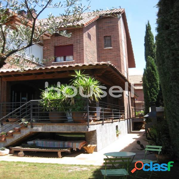 Chalet en venta de 350m² en Urbanización Las Sabinas,
