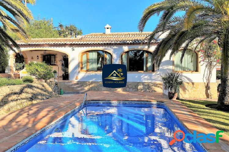 ▷ En venta Villa Mediterránea en Javea a un paso del Club