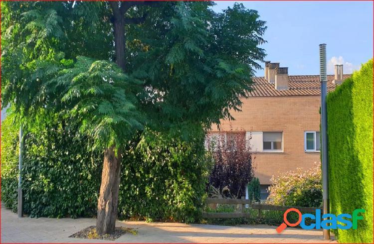Fantástica casa Adosada en Alcoletge,con jardín privado y