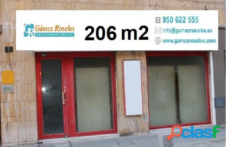 Instala tu negocio en el centro de Almería en este local de