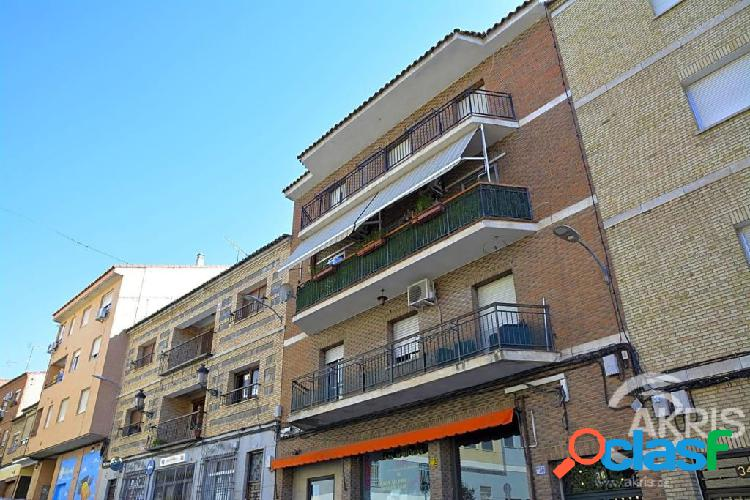 Piso de 4 dormitorios en Santa Bárbara, Toledo