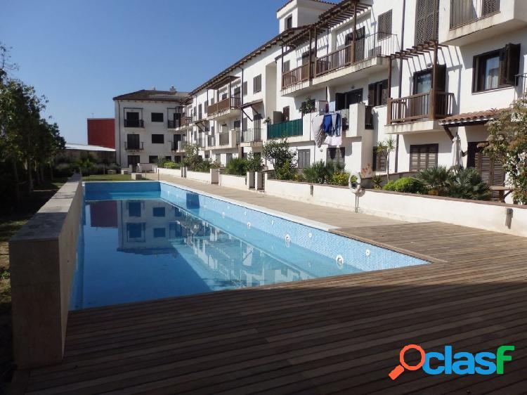 Piso de 56 m2 con 2 habitaciones, balcón, piscina y jardín