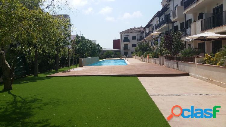 Piso de 80 m2 con 3 habitaciones, balcón, piscina y jardín