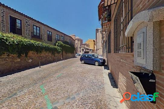 Piso en la plaza Santa Isabel con 104m2, 3 dormitorios y 2