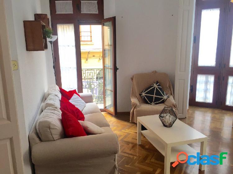 Señorial piso de 3 dormitorios amueblado con balcones a