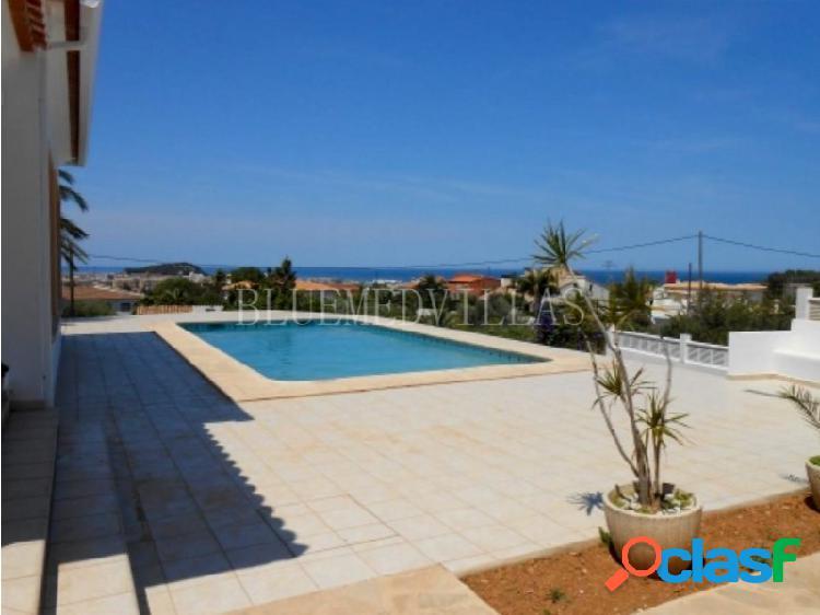 Villa con vistas al mar en alquiler anual en Dénia,