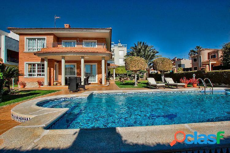 Villa de lujo con 4 dormitorio