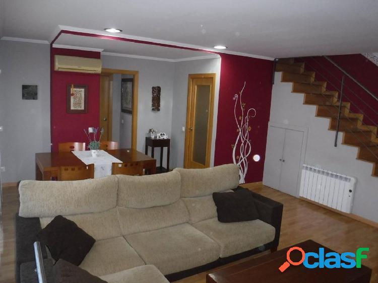 Ático dúplex de 125 m2, con 3 dormitorios, 2 terrazas,