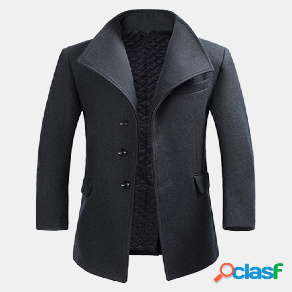 Abrigo estilo caballero cálido entallado de lana con solapa