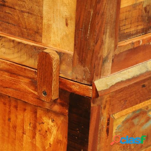 Estantería estilo vintage hecha de madera reciclada