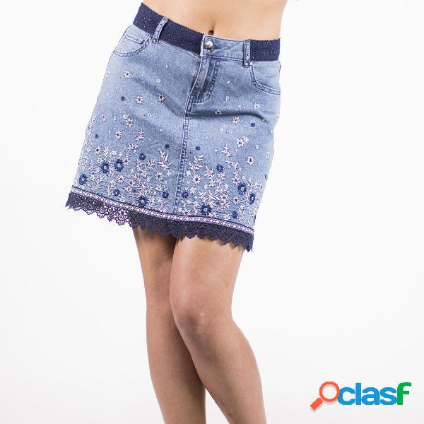 Falda con bordado de flores