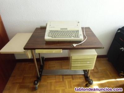 Vendo mesa de oficina y maquina de escribir a e g olimpia