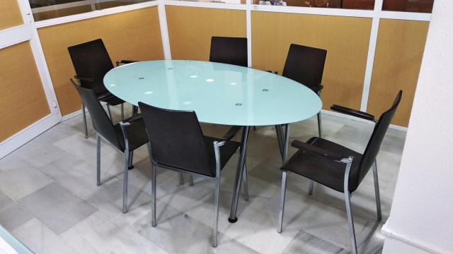 Mesa de despacho con 6 sillas