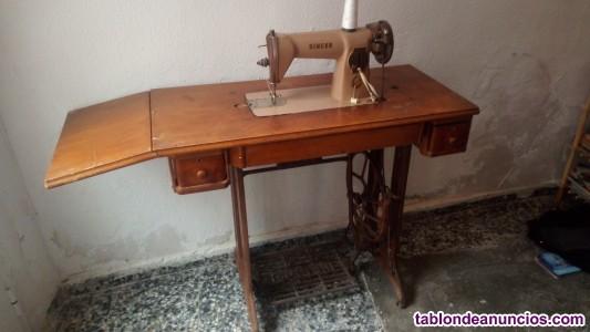 Máquina y mesa de coser singer