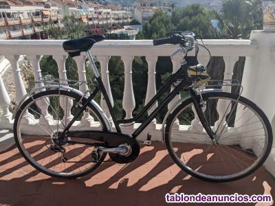 Bicicleta y casco casi nuevos - bicycle and helmet almost