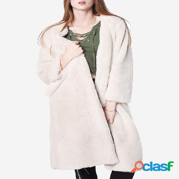Abrigo largo elegante color piel sintética