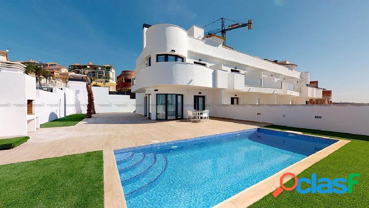 Adosados de obra nueva con piscina propia y terraza,