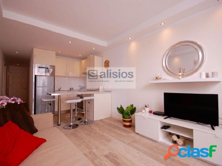 Apartamento de dos habitaciones y terraza en Urbanziacion