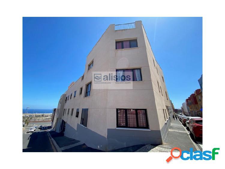 Apartamento en planta baja de 2 hab con terraza y patio
