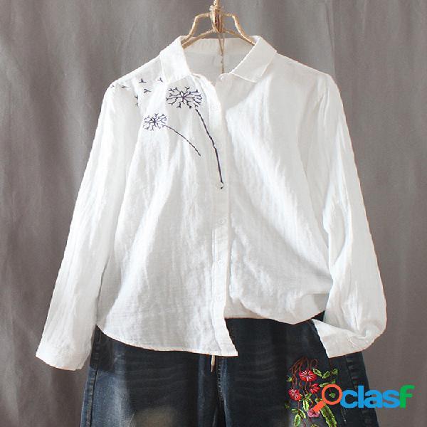 Blusa blanca de manga larga con botones bordados de flores
