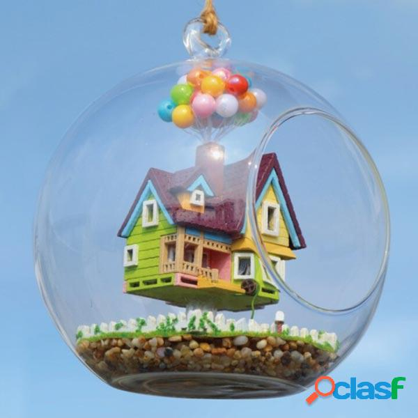Bola de cristal de la casa del vuelo de la casa de DIY con