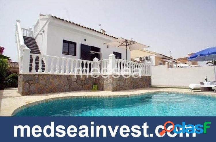 Bonita casa unifamiliar en Playa Flamenca con 3 dormitorios.