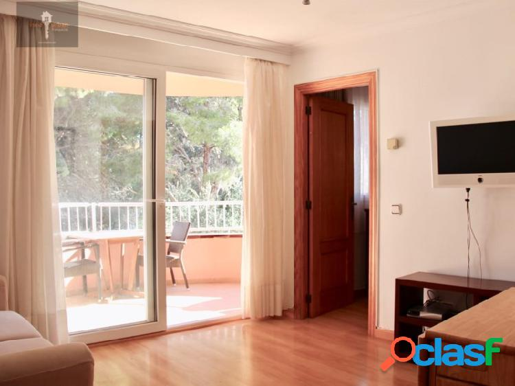 Bonito piso con balcón en Arenal. Cerca de la playa.