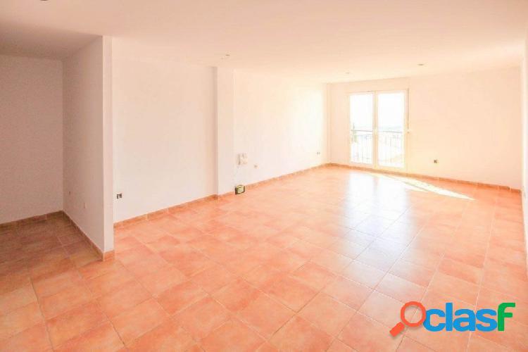 Bonito piso de 3 dormitorios, prácticamente a estrenar, en