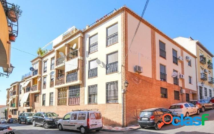Bonito piso de 3 dormitorios, situado en La Zubia, junto al