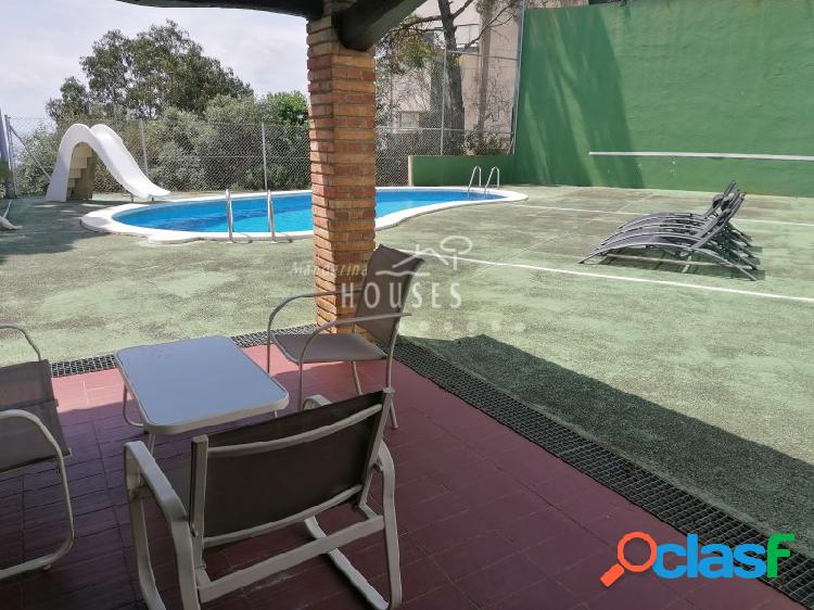 Casa con vista a mar y piscina en Santa Maria de Llorell