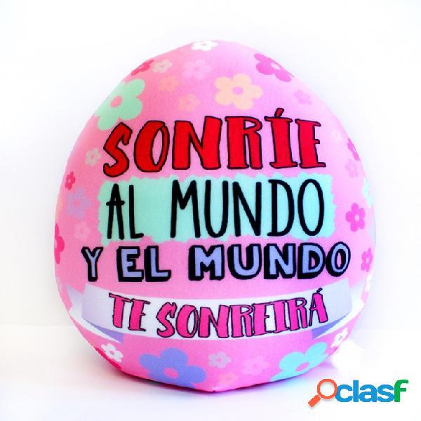 """Cojin Peluche huevo rosa """" sonríe al mundo y el mundo te"""