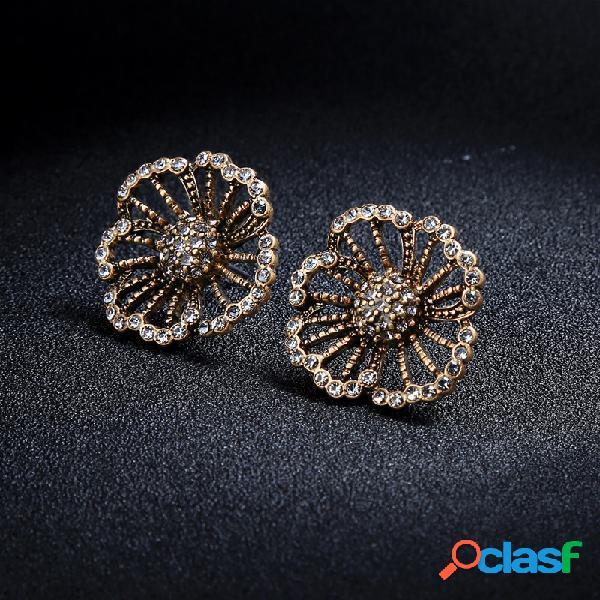 Diamante retro Flor Pendientes exquisito aleación