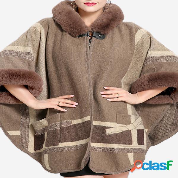 Elegante poncho abrigo de piel sintética con capucha