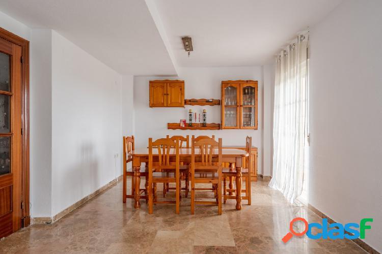 Hermosa casa con 4 dormitorios en Otura!